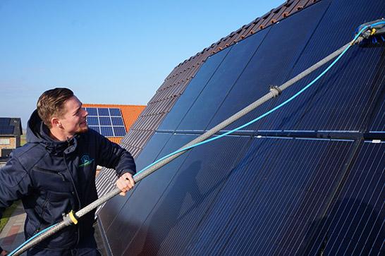 zonnepanelen-schoonmaken-friesland